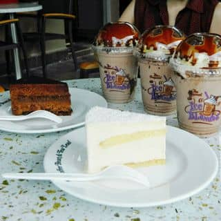 Hazelnut chocolate + royal cake + tropical coconut của meonguyen81 tại 28 Đường Thanh Niên, Quận Ba Đình, Hà Nội - 4168154